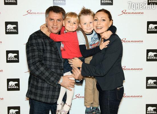 Наталья Бочкарева с семьей
