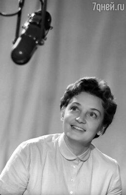 Анна Шилова являлась первой телеведущей «Песен года» и «Голубых огоньков»