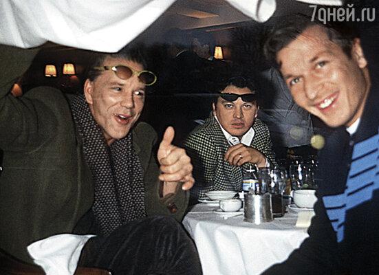 Роканкур (справа) познакомился с Микки Рурком в ночном клубе. Актер хотел было послать его к черту, но не устоял перед хорошим угощением