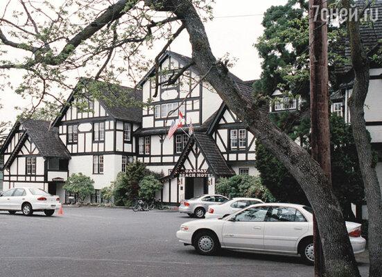 Ранним апрельским утром в номер отеля «Marina Resort» ворвались полицейские, и Роканкура арестовали