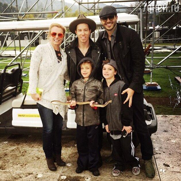 Бритни Спирс с возлюбленным и детьми