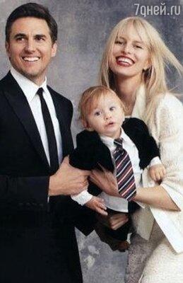 Каролина Куркова с мужем и сыном