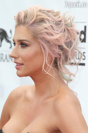 Певица Kesha