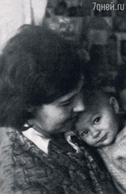 С мамой Татьяной Александровной вэвакуации. 1942 г.