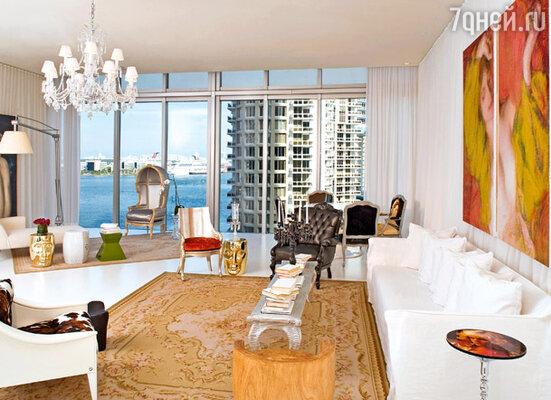 Светлый декор и оригинальная мебель — особенности стиля Филиппа Старка, занимавшегося оформлением пентхауса