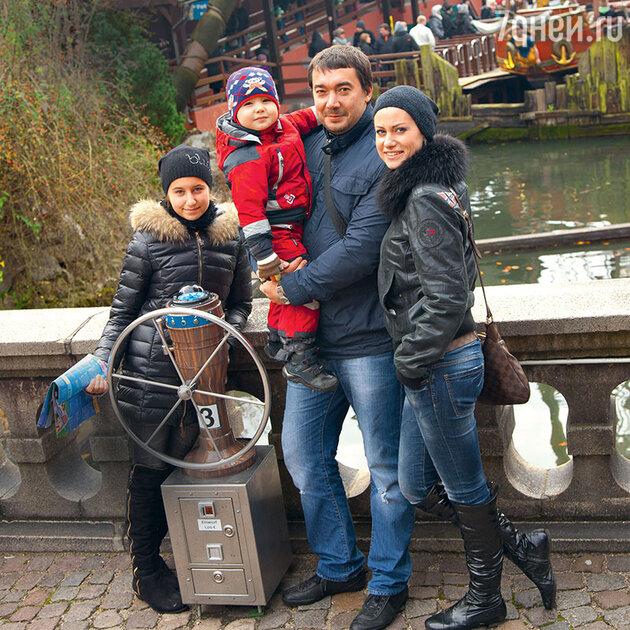Анна Ковальчук с семьей