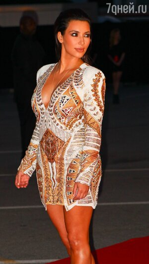 Ким Кардашьян в платье от Balmain, в котором до нее уже появлялись в свете три звезды