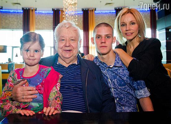 Олег Табаков с семьей