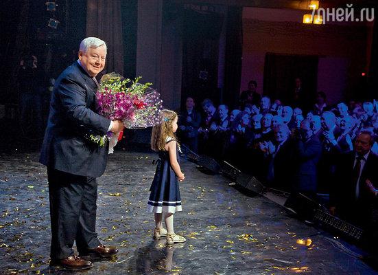 Дочь Олега Табакова Маша тоже приняла участие в капустнике