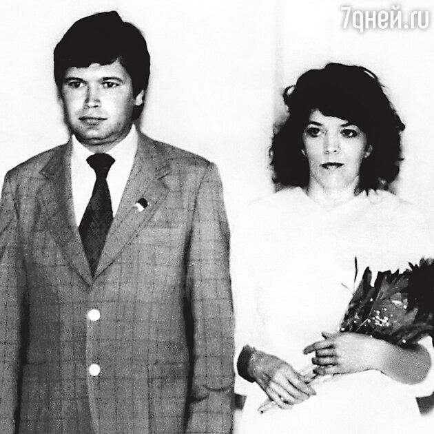 Тамара Галушка с мужем Виктором Михайловичем в день свадьбы. 1983 г.