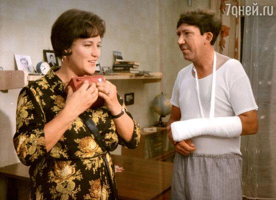 С Нонной Мордюковой на съемках фильма «Бриллиантовая рука». 1968 г.