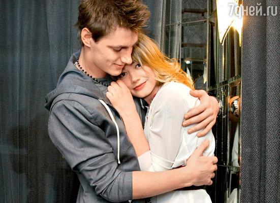 «Отношения закружили нас с Оксаной сразу, как в вихре. Нам обоим хотелось с жадностью отнимать у жизни каждую минуту, чтобы каждый миг был только нашим»