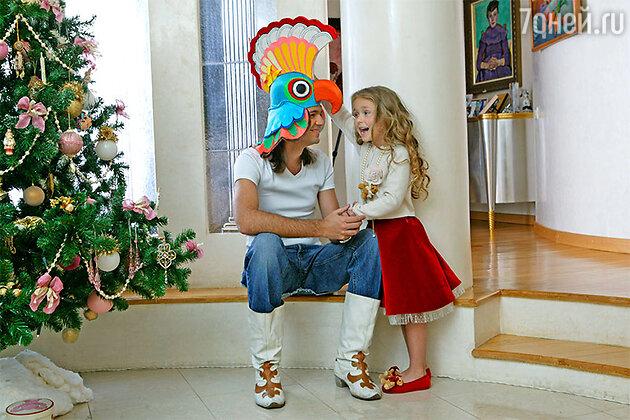 Маликовы готовятся к новогодним праздникам, которые на этот раз намерены встретить весело и без концертной суеты