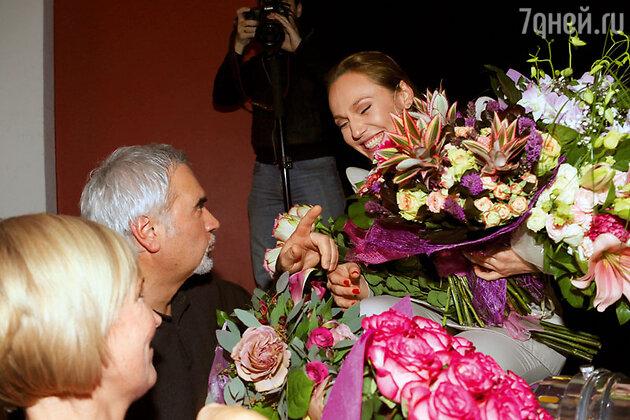 Меладзе пришлось встать в очередь, чтобы преподнести цветы Альбине