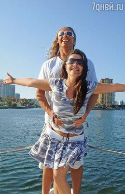 У нас нормальная семья, нормальная жизнь... И я думаю, что людям просто необходимы истории о счастливой любви!