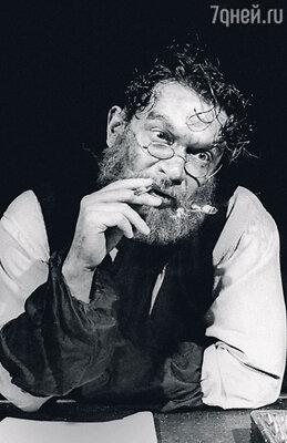 Когда совсем молодой Машков сыграл главную роль Абрама Шварца вспектакле «Матросская тишина», о нем заговорила театральная Москва