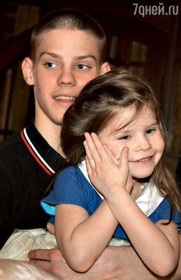 Маша с братом Павлом