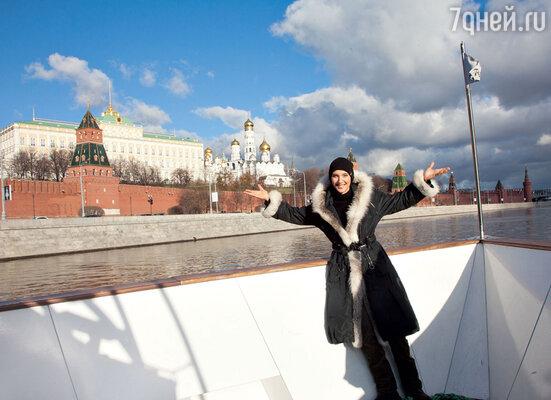 «Может, я в прошлой жизни быларусской? Мне очень нравится Россия, ядаже хотела сюда переехать. Люблю все русское: танец, кухню, литературу.»