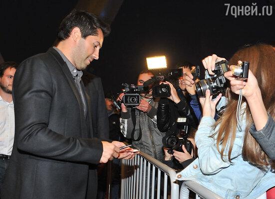 «Я удивлен, что в России меня знает такое количество людей, — признался голливудский актер. — До премьеры они постоянно подходили, просили автографы