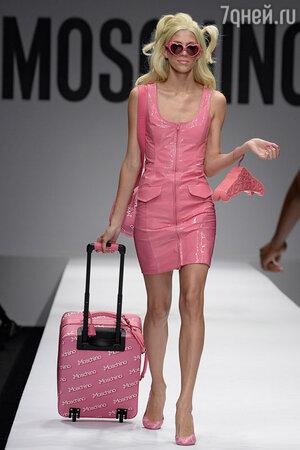 Модель показа Moschino