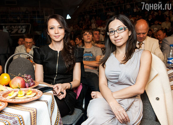 Даша Гаузер с подругой