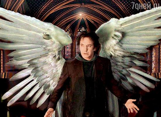 Алан Рикмэн согласился на роль в хулиганской комедии «Догма» (1999г.) при условии, что крылья его героя будут изперьев, совсем «какнастоящие», — и они весили 45 кг!