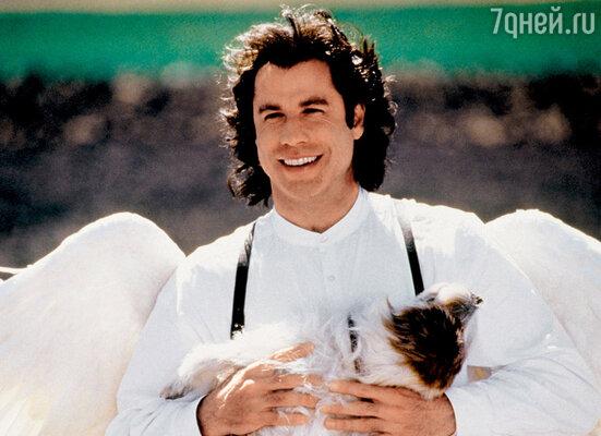 Герой Джона Траволты в фильме «Майкл» (1996 г.) пахнет печеньем, волочится заженщинами, любит выпить. А еще именно он придумал для людей танцы!