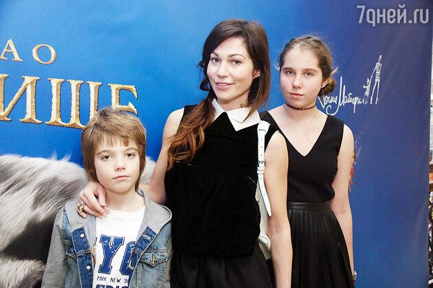 Евгения Линович с детьми