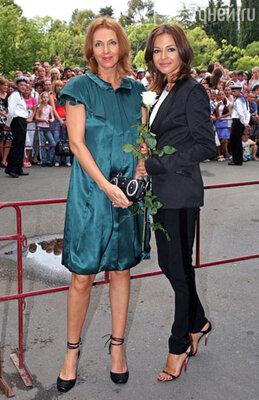 Внешности Татьяны Лютаевой (на фото - слева) могут позавидовать даже молодые девочки. Рядом со своей дочерью Агнией Дитковските Татьяна выглядит ее старшей сестрой.