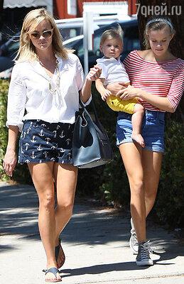 Риз Уизерспун с дочерью Авой Филипп и сыном Теннесси Тотом