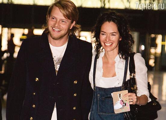 Пит Лоугрэн до встречи с Линой вел нищенское существование, перебивался в Англии мелкими сериальными ролями