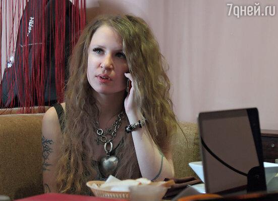 Экранизировать песню «Расскажи мне, мама» было решено под руководством режиссера Валериии Гай Германики