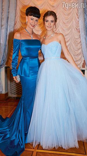 Нонна Гришаева с дочерью Анастасией на балу дебютанток. 2015 г.