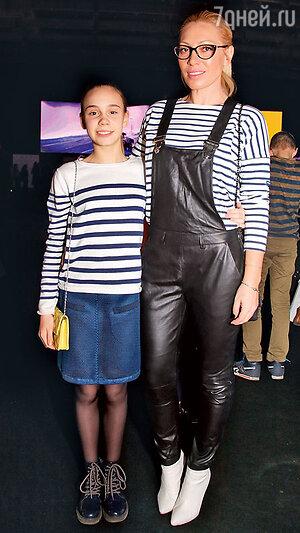 Аврора с дочерью Авророй на Неделе моды в Москве. 2016 г.