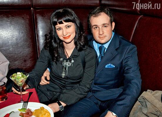Нонна Гришаева и ее муж Александр на фуршете