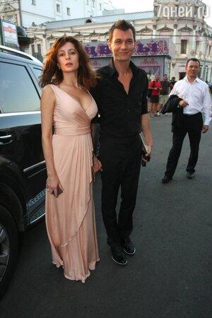 Оксана Фандера c Филиппом Янковским на вечеринке, прошедшей в рамках ММКФ в 2010 году