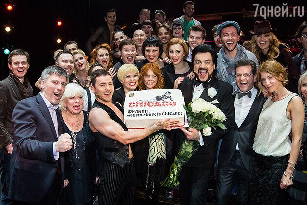 Филипп Киркоров с коллегами по сцене на премьере мюзикла «Чикаго»