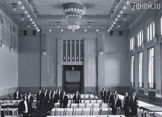Организаторы конкурса на лучшее здание Купеческого клуба не зря выбрали проект Иванова-Шица:  он совместил классические мотивы и популярный в начале ХХ века стиль модерн