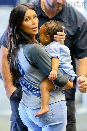 Ким Кардашьян с дочерью  Нори