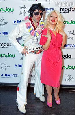 За музыкальное сопровождение вечера в стиле Голливуда 60-х, отвечали двойники Мэрилин Монро и Элвиса Пресли