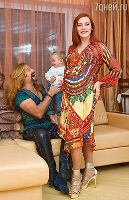 Марина с мужем Никитой Джигурдой и сыном Мик-Анжелем