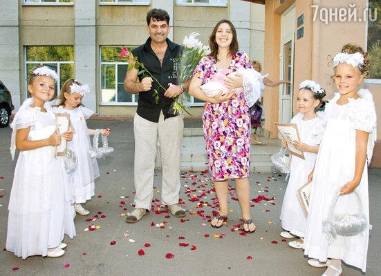 Владимир Вишневский, его жена Татьяна и дочь Влада
