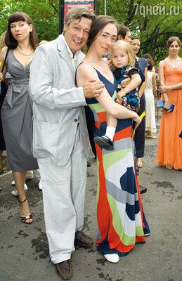 Михаил Ефремов с супругой Софьей и младшей дочерью Надей