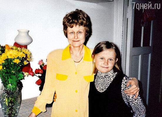Во время прохождения курса химиотерапии. На фото с дочкой Машей я в паричке, который делал меня похожей на «тень пуделя»