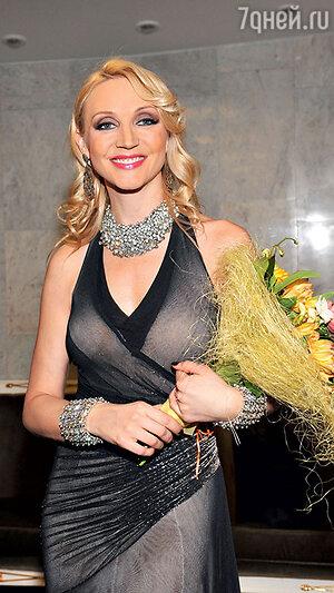 Кристина Орбакайте на праздничном шоу известного российского модельера. 2011 г.