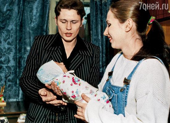 Денис Рожков с женой и сыном
