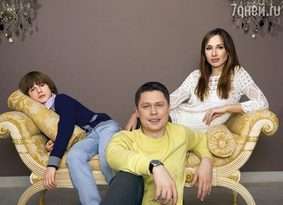 Денис Рожков с семьей