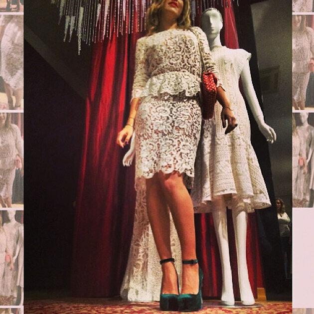 Ксения Собчак в платье  от Tzipporah by Natasha Goldenberg,  туфли Aperlai