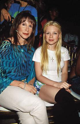 Кейси Джонсон с матерью. Нью-Йорк, 2002 г.