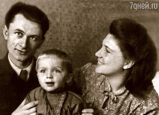 С мамой Мартой Борисовной и отцом Юрием Викторовичем